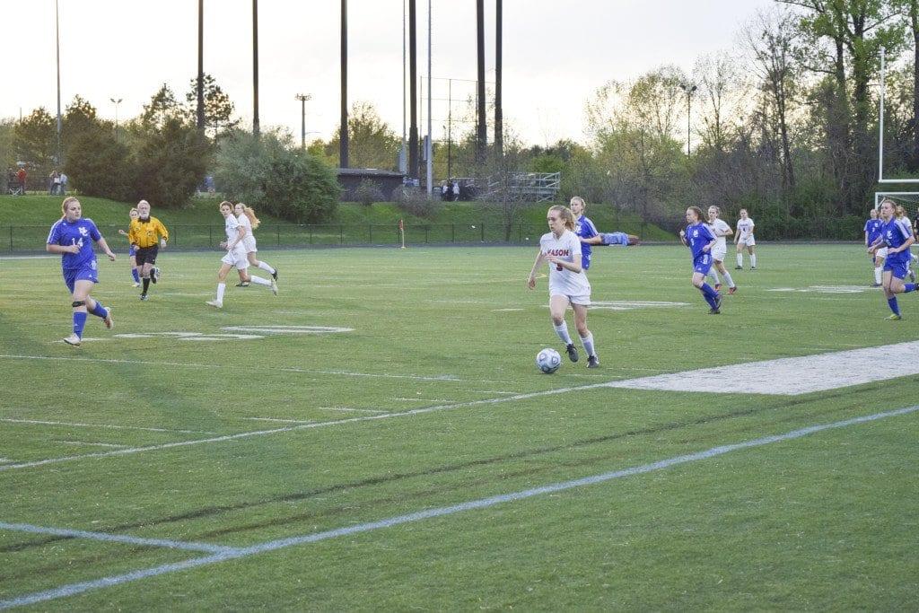 Mason senior Ava Roth starts a run against Madison County High School. She scored two goals against the Mountaineers. (Photo: Liz Lizama/News-Press)
