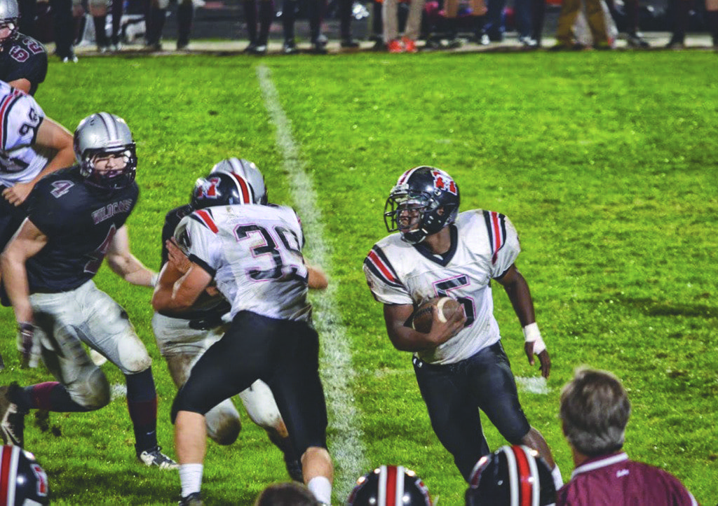 mason's Junior running back D'Montae Noble tries to around the corner against Warren County during their 30-25 loss to the Wildcats last Friday. Noble scored two touchdowns against the Wildcats. (Photo: Courtesy of Marybeth Connelly/FCCPS)