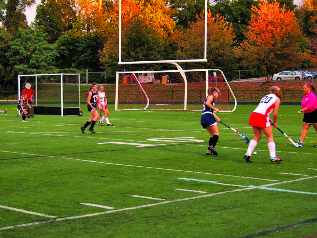 Mason Field Hockey's Julianne Kelly (20) drives toward the goal in the Mustangs' game Tuesday against Brookewood School. (Photo: Courtesy Justin Wills)